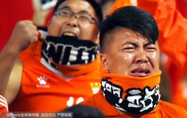 2015年5月6日,2015年亚冠联赛E组:全北现代4-1胜山东鲁能 鲁能再造惨案球迷看台痛哭。
