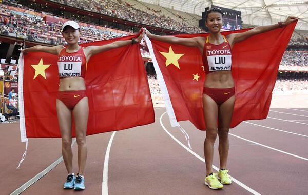 北京时间8月28日,在今早进行的女子20公里竞走比赛中,中国选手包揽冠亚军。世界纪录保持者刘虹夺得金牌,新秀吕秀芝收获亚军。这也是中国代表团在本届世锦赛中收获的第一枚金牌,此前已经收获三银一铜。