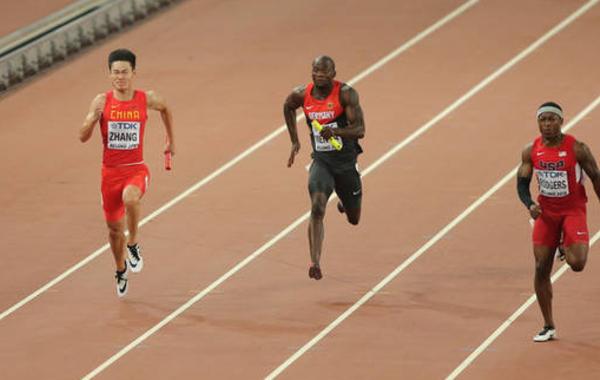 北京时间8月29日晚,在北京进行的2015年世界田径锦标赛结束了接力项目决赛的争夺,博尔特领衔的牙买加队37秒36取得四连冠,莫有雪、谢震业、苏炳添、张培萌组成的中国队38秒01获得第二名,创造了亚洲队伍在世界大赛的最好成绩,再次刷新历史!