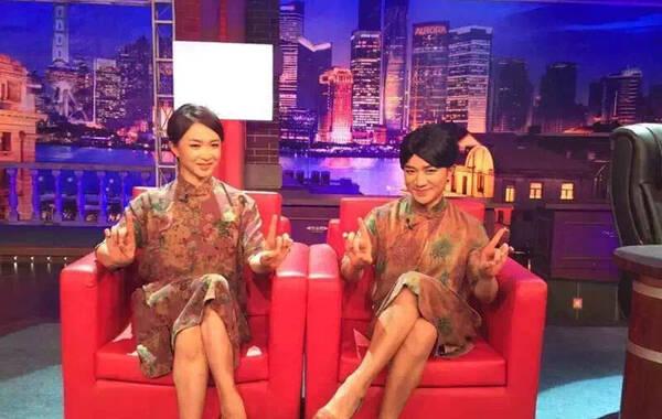 8月27日下午,微博传出一组王祖蓝登《金星秀》模仿金星的照片。照片中王祖蓝身着一袭旗袍秒变金星,相似指数爆表。