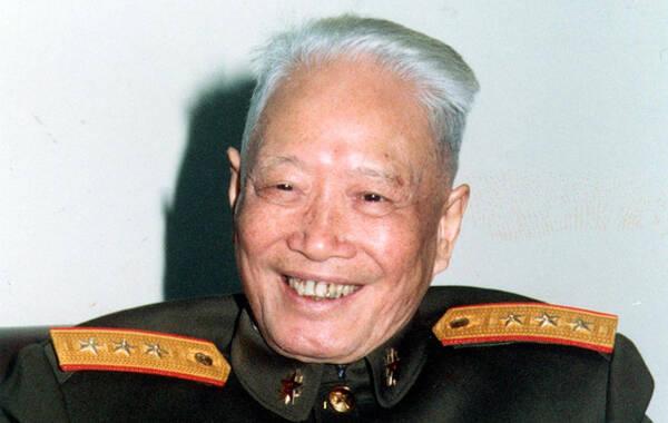9月4日,据新闻联播报道,最后一位开国中将(1988年授上将军衔)张震于9月3日下午5时去世,享年101岁。据悉,张震曾参加八年抗战,1955年被授予中将军衔,系最后一位去世的开国中将。图为张震。
