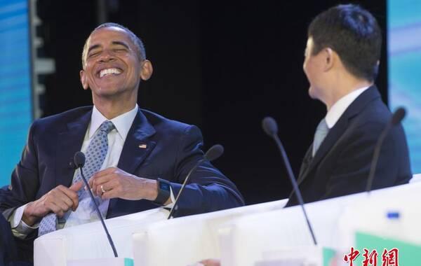 当地时间2015年11月18日,菲律宾马尼拉,多国领导人出席APEC工商领导人峰会。美国总统奥巴马出席工商领导人峰会时与马云热聊,期间奥巴马多次大笑,气氛十分融洽。