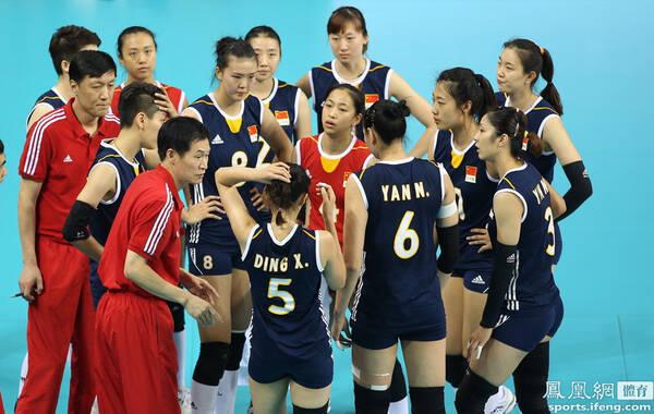2014年10月2日,韩国仁川,2014年仁川亚运会女排决赛,经过3盘苦战中国队0-3(20-25/13-25/21-25)不敌韩国队,无缘五连冠,而韩国队则是20年来首次获得亚运会女排冠军。至此中国足球、篮球、排球在亚运0金收官。