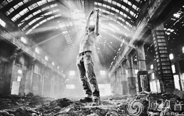 近日,痛仰乐队发布了最新单曲《支离》,这是痛仰乐队自去年签约摩登天空以来发表的首支单曲,同时,由导演侯祖辛执导的同名MV也于今日上线。