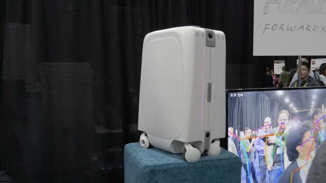 中国企业打造又一神器:智能自动跟随行李箱