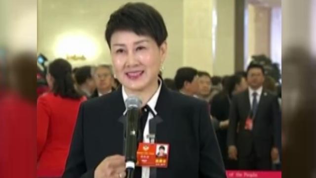 张凯丽讲亲身故事 现场记者:很感动!
