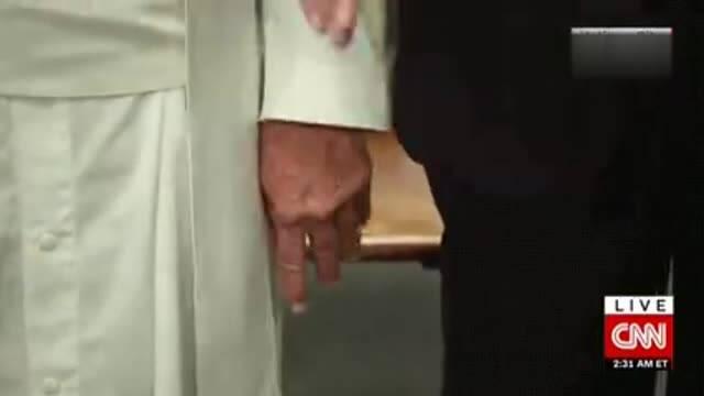 【鸡毛秀恶搞】连教皇也嫌弃川普 不想和他拉手?