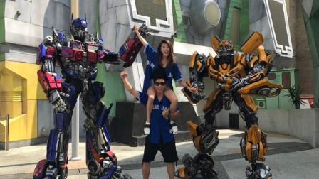 郑恺和女友游环球影城 穿情侣装玩骑肩实力虐狗