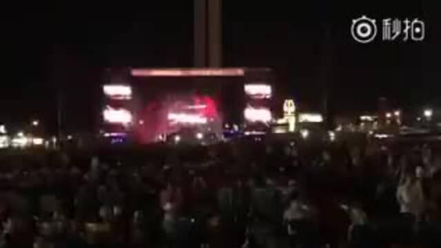 音乐会现场突然枪声大作 射击不断响彻夜空