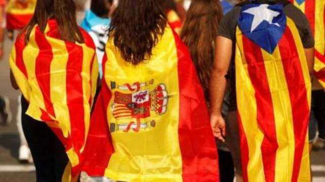 """数十万民众游行高呼""""西班牙万岁"""""""