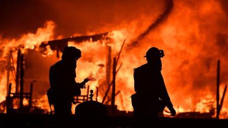"""加州大火似""""末日"""" 地方经济遭重创"""