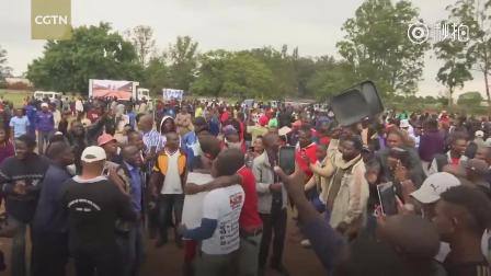 津巴布韦大批民众游行 要求总统穆加贝下台