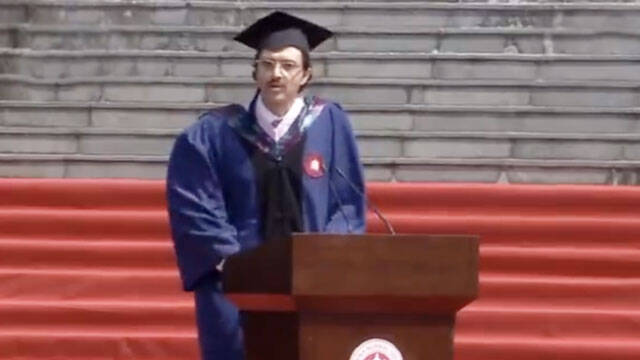 爆笑!意大利留学生毕业致辞:中国的白开水厉害得不得了