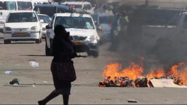 现场视频:津巴布韦军队开进首都