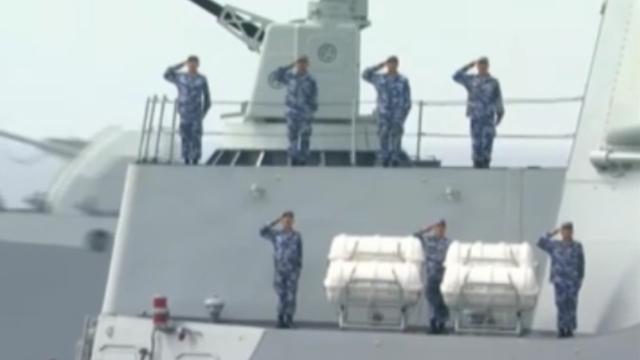 习近平检阅海上编队亲切问候官兵:同志们辛苦了!