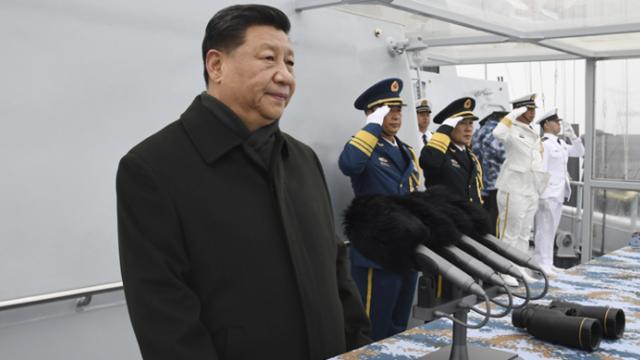 习近平出席海军成立70周年阅兵活动
