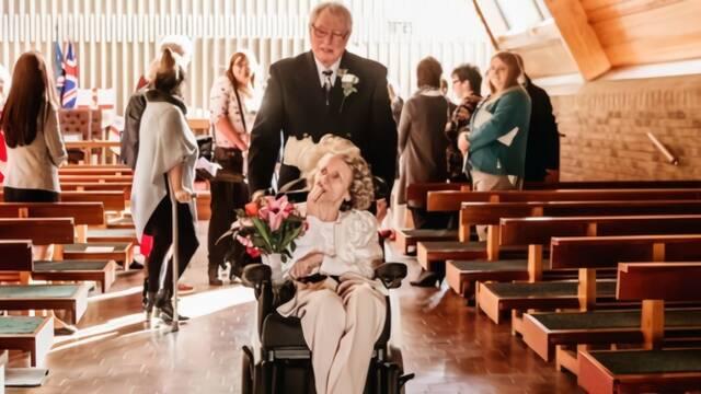 连续43年求婚被拒后