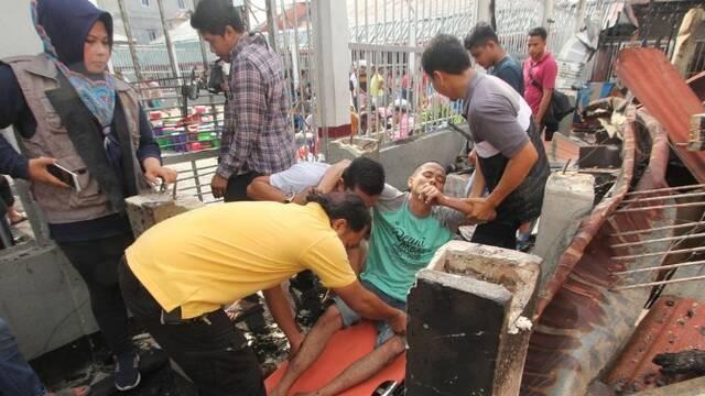 印尼一监狱发生暴乱 100多名囚犯逃跑