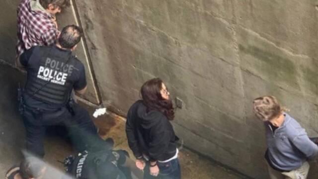 美国警方闯入委内瑞拉使馆抓人