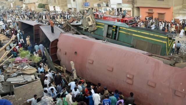 两火车相撞现场