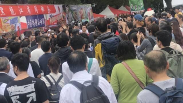 日本:万人空巷看中国