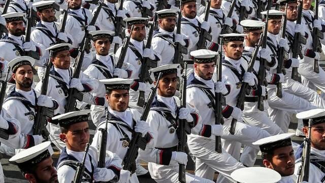 伊朗举行全境大阅兵 警告美国