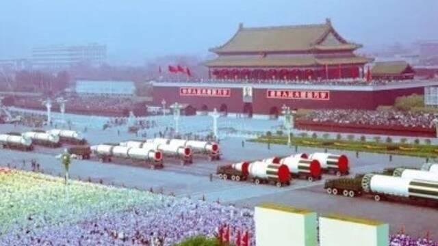 1984年国庆阅兵:申博太阳城娱乐官网登入,中国战略导弹首次亮相