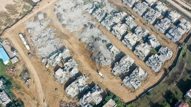 郑州最大烂尾别墅群开拆 现场一片废墟