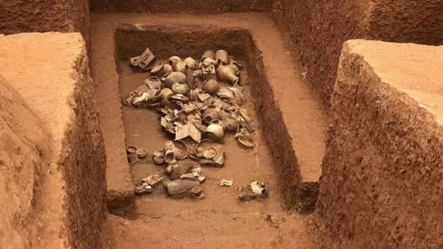 广州横枝岗发掘近60座汉至清代墓葬