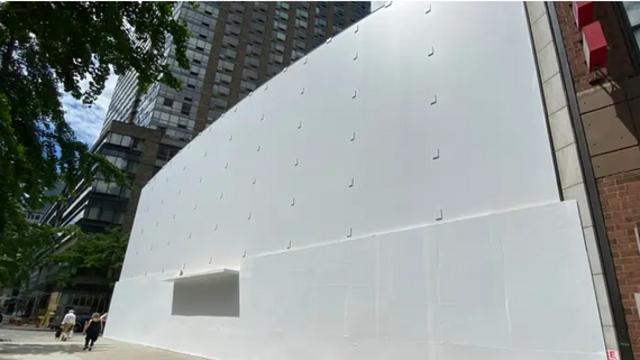抗议大潮下的苹果专卖店:木板封门确保安全