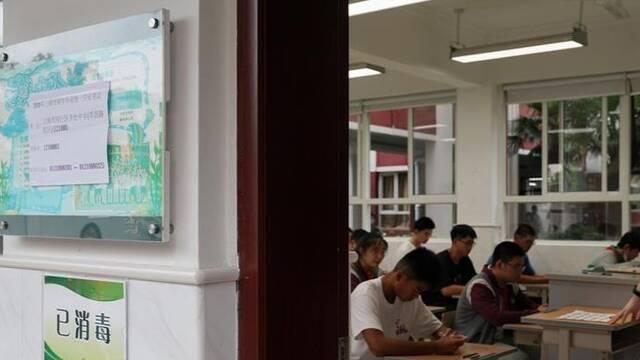 2020年上海中考开考 多举措保障防疫安全