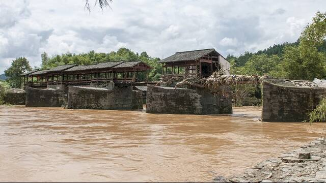 江西婺源800年古橋被洪水損毀