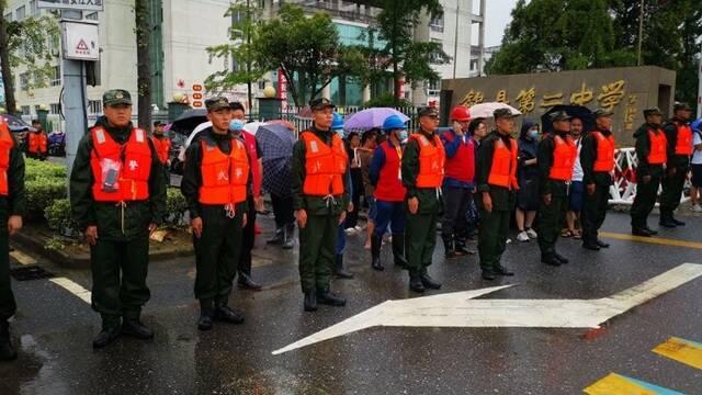 歙縣第二日高考正常進行 武警現場維持秩序