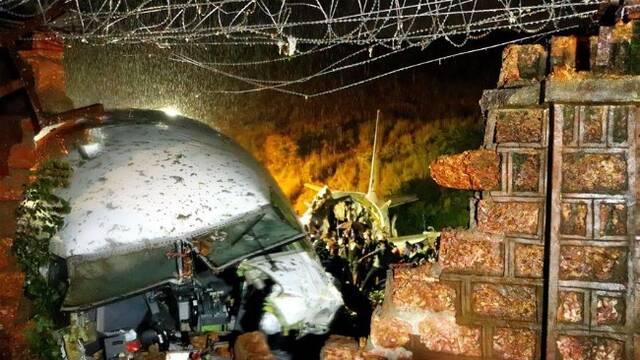 印度一架客机降落时冲出跑道,申博太阳城娱乐官网登入现场救援展开