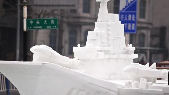 """""""辽宁舰""""现身哈尔滨中央大街"""