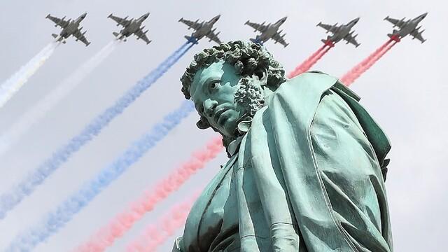 俄罗斯进行胜利日阅兵空中演练