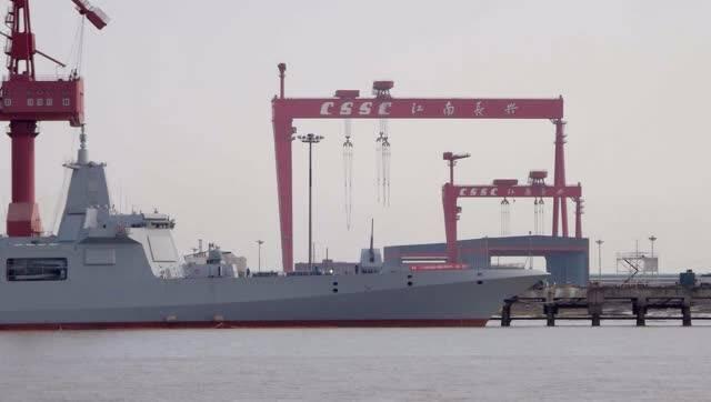 055二号舰:不能去青岛,就在家竖炮为海军庆生
