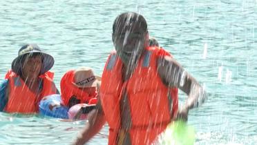 """亚布力泼水节 逾两万游客""""水仗""""狂欢"""