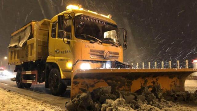 雪中合肥 有一群美丽的身影在风雪中鏖战