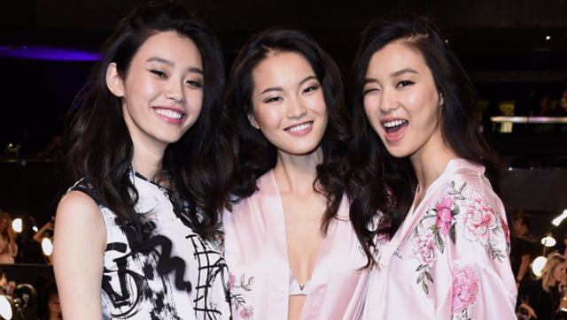 直击2017维密后台:中国姑娘们气场全开