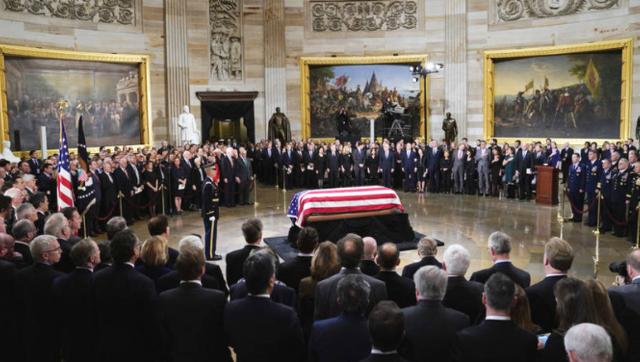 老布什遗体运抵国会圆形大厅
