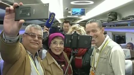 外国记者报道十九大 了解中国创新倍感震撼