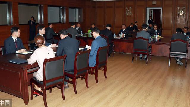 朝韩代表团在板门店磋商会谈细节