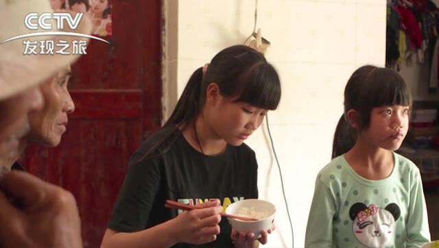 视频:探访留守儿童 十五岁女生刚上小学三年级