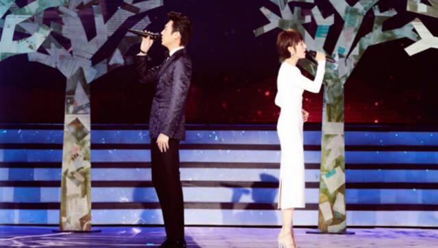 视频-北京春晚:靳东袁泉合体演唱《当爱已成往事》