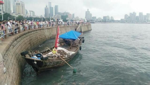 市南区对重点景区进行海域保洁