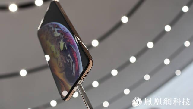苹果新品现场实拍:三个iPhone一块表