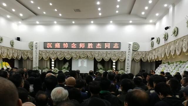 相声大师师胜杰告别仪式举行 李金斗李菁到场悼念