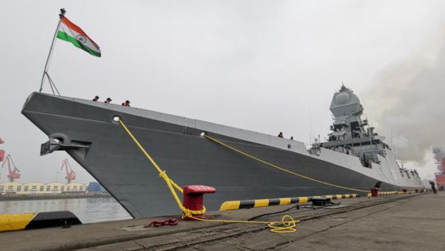"""印度""""盾舰""""抵达青岛 """"欧洲最强补给舰""""随行"""