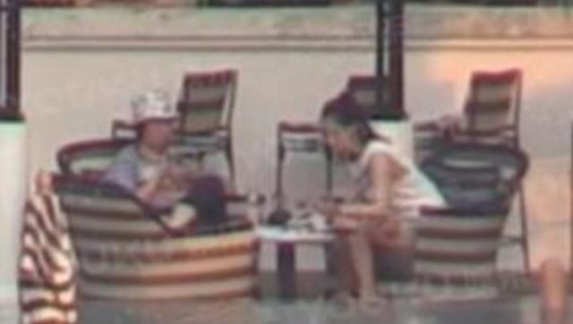 白百何泰国约会小鲜肉 泳池边戏水